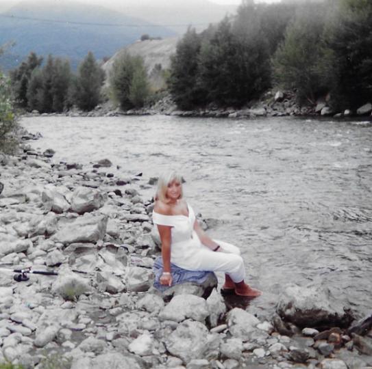Foto de Mª Jesús Mandianes en el rio Noguera Palleresa (Verano 1993)