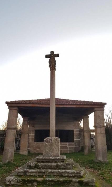 Cruceiro y Capilla de la Virgen (Baltar, Ourense)